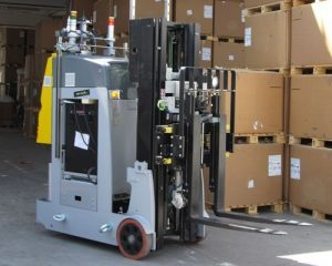 Radio-controlled electric forklift